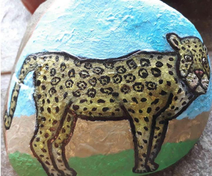 Galet peint guepard